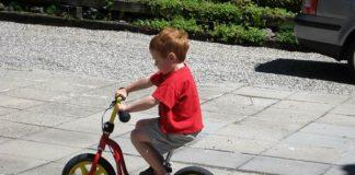 tập đi xe đạp