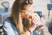 phun môi có được ăn bánh mì không