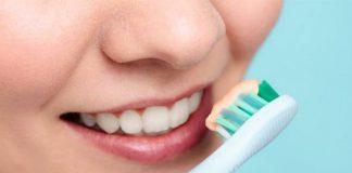 xăm môi có được đánh răng không