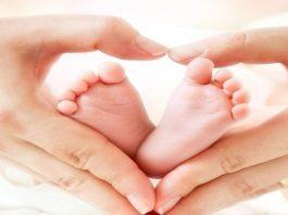Cách massage chân cho trẻ sơ sinh